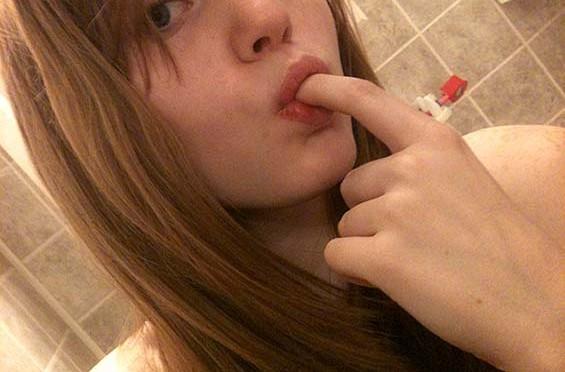 j'aime sucer mon doigt